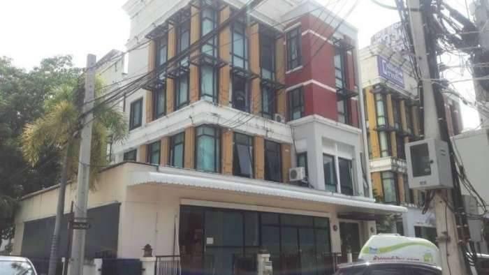 ตึกอาคารสำนักงาน 4ชั้นให้เช่า โครงการบ้านกลางกรุง (Office Park Bangna)