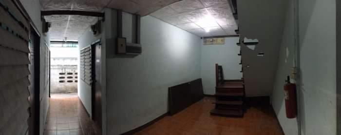 ขาย ห้องเช่า ซอยเรวดี ครึ่งปูน ครึ่งไม้ 65 ตรว ขายสภาพเดิม เหมาะกับการ รีโนเวท 18 นอน 18 น้ำ