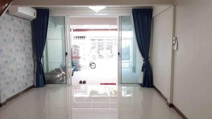 ขายทาวน์เฮ้าส์ 2 ชั้น ตกแต่งใหม่ทั้งหมด ซอยเรวดี 57 อ.เมือง จ.นนทบุรี
