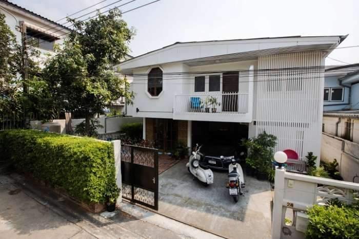 บ้านเดี่ยว 2 ชั้น ขนาด พื้นที่ 58 ตรว. หมู่บ้านร่มฉัตร โชคชัย 4 ซอย 48