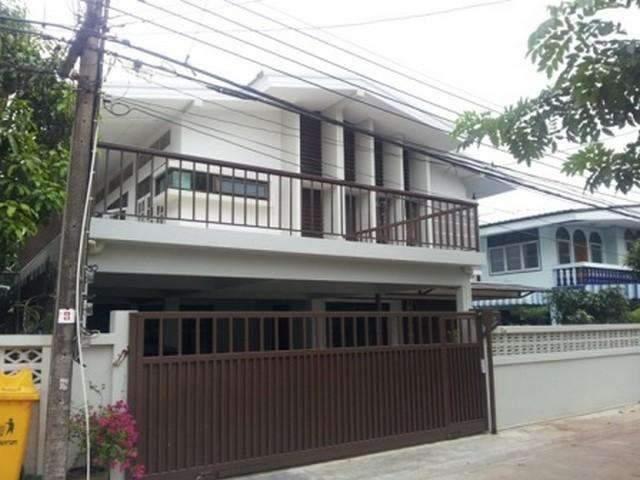 ให้เช่าบ้านเดี่ยว2 ชั้น  4 ห้องนอน  ใกล้ MRT ห้วยขวาง ซอยประชาราษฎร์บำเพ็ญ 17  บ้านสวย  เฟอร์ครบพร้อมอยู่