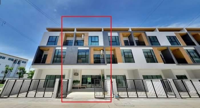ขายบ้านตัวอย่างโครงการ Trio ร่มเกล้า  เป็นทาวน์โฮม 3 ชั้น ตกแต่งสวย ครบ ทั้งหลัง