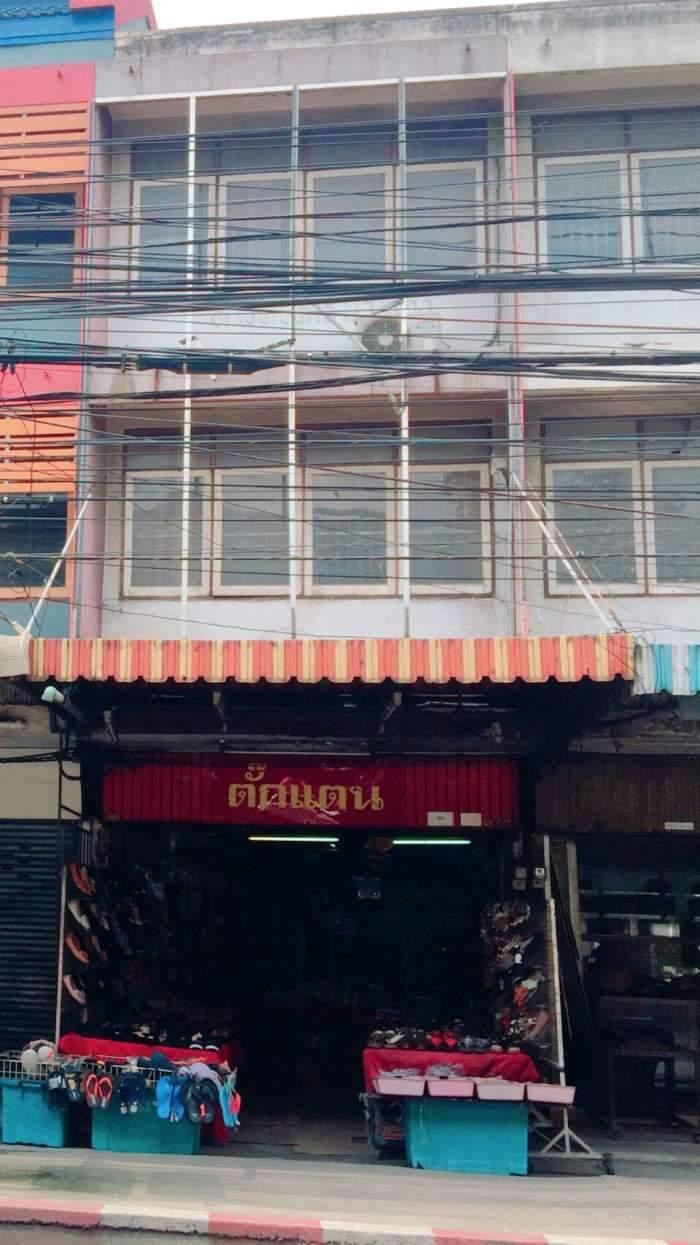 ขายอาคารพาณิชย์ 3 ชั้น ( มีดาดฟ้า )