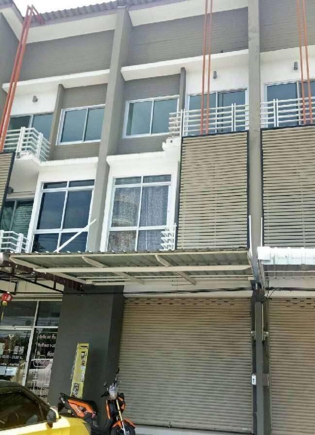 ให้เช่าอาคารพานิชย์ 3 ชั้น ว่าง2หลัง หลังห้างเซ็นทรัลชลบุรี หน้าหมู่บ้านเบญญา