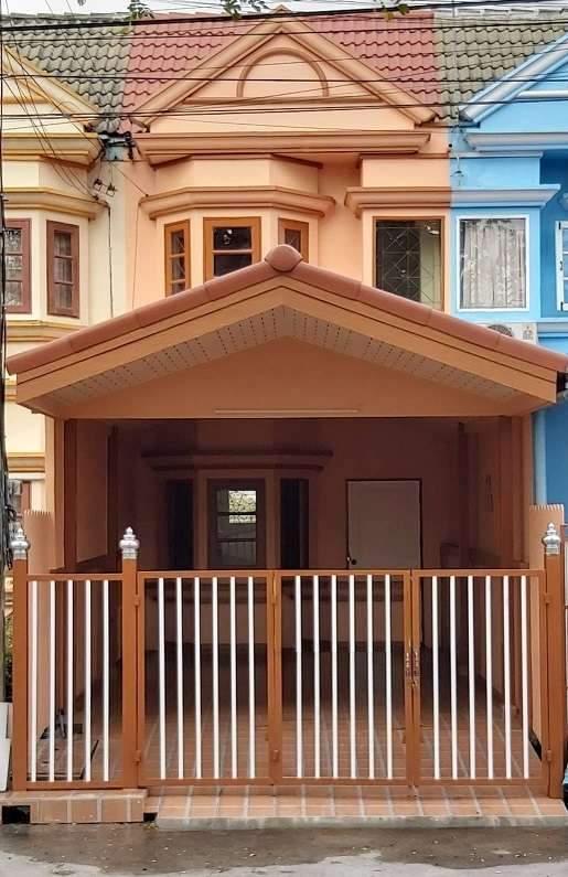 ขายทาวน์เฮ้าส์ 2 ชั้น หมู่บ้านทาวน์แอนด์คันทรี ซอยสังฆสันติสุข 16 ถนนสังฆสันติสุข หลังสีน้ำตาล รั้วสีน้ำตาล-ขาว
