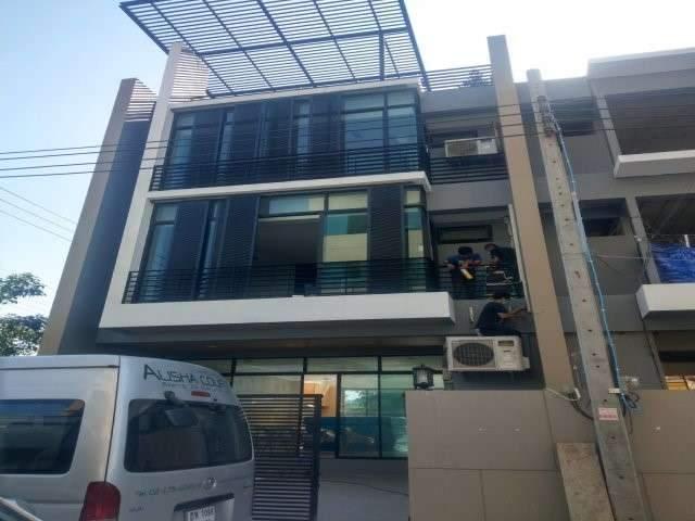 ขายบ้านทาวน์โฮมหรู 4 ชั้น พร้อมสระว่ายน้ำส่วนตัว เนื้อที่ 28 ตรว ซอยแบริ่ง68 สุขุมวิท107