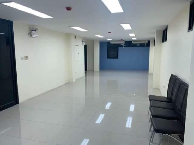 สำนักงานให้เช่า ชั้น 2 และ ชั้น 3 พื้นที่ 110 ตารางเมตร ติด BTS ศาลาแดง