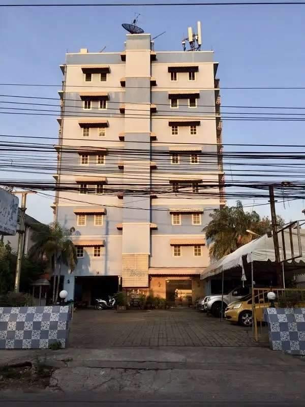 ขาย อพาร์ทเม้นท์ 8 ชั้น ซอยรามอินทรา 39  ใกล้ทางด่วน