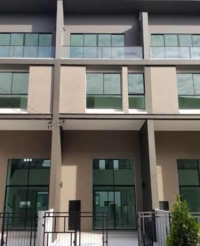 ขาย  ทาวน์โฮม 3 ชั้นครึ่ง ตั้งอยู่ในซอยวิภาวดี 64 บ้านกลางเมือง วิภาวดี  บ้านใหม่ เเต่งครบพร้อมอยู่