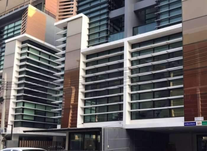 ให้เช่าอาคาร สำนักงานขนาดใหญ่ 4 ชั้น มีลิฟต์ขนของ ซอยลาดพร้าว 101 ใกล้ The Mall บางกะปิ (AH-N004)